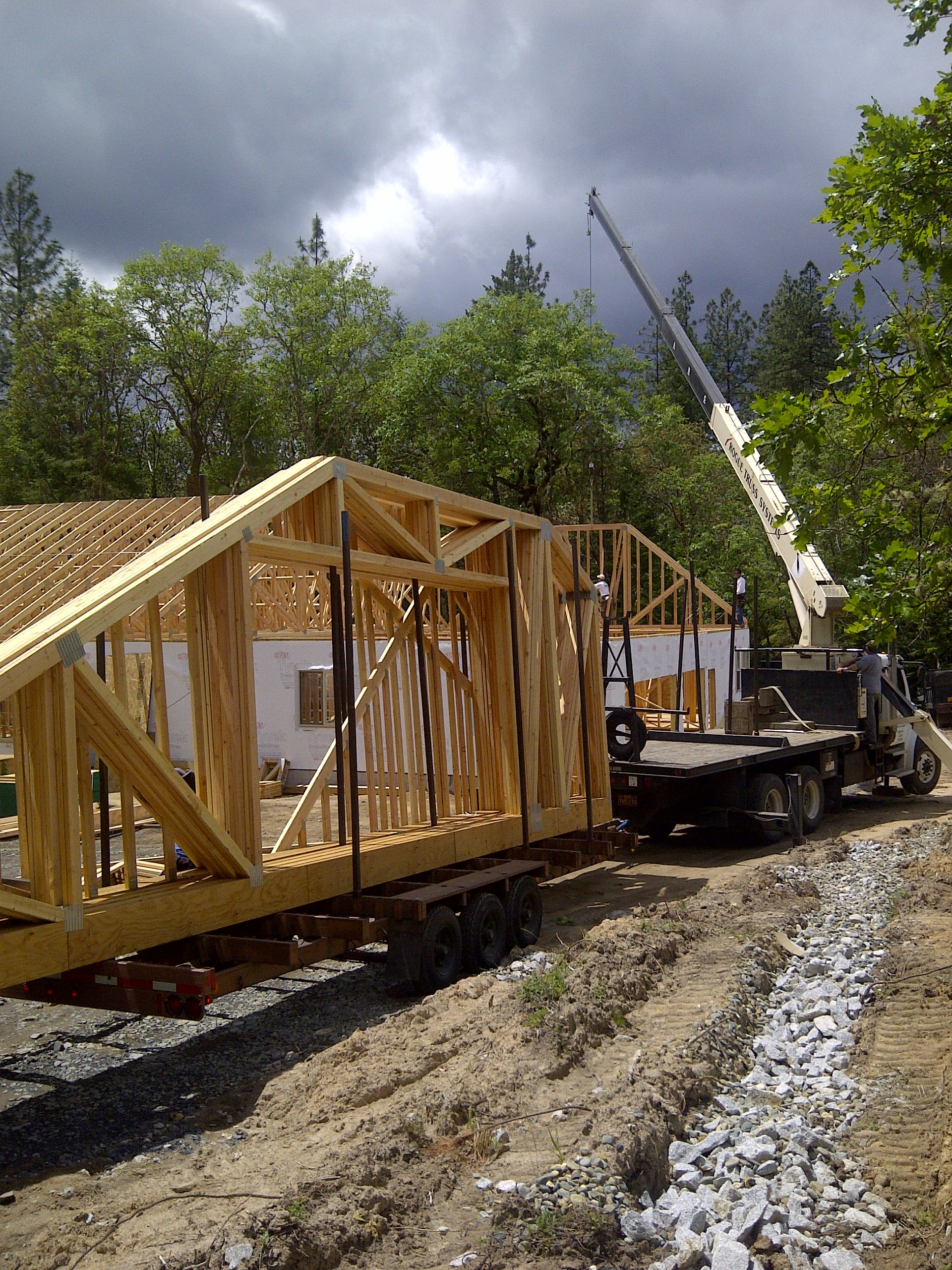 Lot 4-Paradise Vista Roof trusses delivered 25May-2012